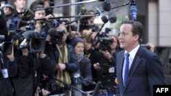 Britanski premijer Dejvid Kameron stiže na samit u Briselu u nedelju, 23. oktobra 2011.