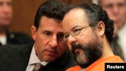 阿里爾卡斯特羅 (右) 與律師 (資料照片)