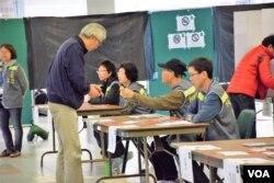 「2017特首選舉民間全民投票」香港大學投票站。(美國之音湯惠芸攝)