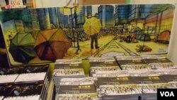 有種文化在香港書展推出攝影集及速寫繪本,以照片及畫作紀錄歷時79日的香港雨傘運動各種場面。(美國之音湯惠芸)