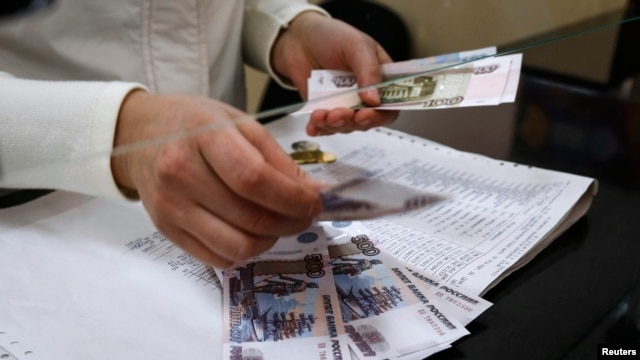 Cashier counts pension payment in Russian roubles, post office at Simferopol, Crimea, March 25, 2014.
