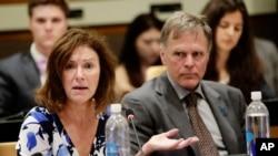 Fred Warmbier y su esposa Cindy Warmbier, hablaron en la ONU el jueves, 3 de mayo, de 2018, sobre su hijo Otto Warmbier, un estadounidense que murió el año pasado días después de ser liberado de Corea del Norte.