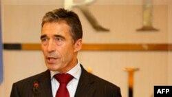 Libi: Nato i jep fund fushatës 7 mujore nga ajri kundër forcave të Gadafit