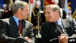 Cựu Bộ trưởng Quốc phòng Mỹ dưới thời chính phủ Bush Donald Rumsfeld (hình năm 2003)
