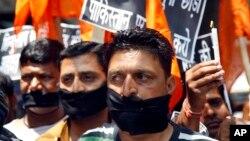 په کال ٢٠١٣ کې د پاکستان په قید کې مشکوک هندي جاسو سرابتجیت سنگ په زندان کې د وژل کیودو په سر په هندوستان کې احتجاج شوی و