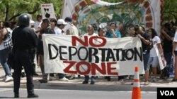 Las deportaciones marcan profundamente la vida de los inmigrantes y es tarea de sus gobiernos ayudarlos a recuperarse.