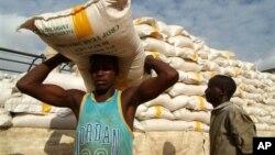 Distribuição alimentar no Níger