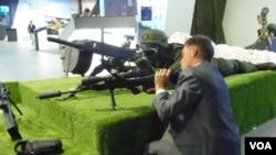 Nhật Bản vừa tổ chức 1 triển lãm vũ khí và muốn tăng doanh số thiết bị quân sự tới thị trường Đông Nam Á. Chính phủ của thủ tướng Shinzo Abe đang tìm cách mở rộng hợp tác công nghệ quân sự lĩnh vực ngoại giao mới.
