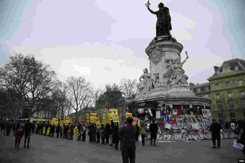 گردهمایی مجاهدین خلق در اعتراض به سفر حسن روحانی
