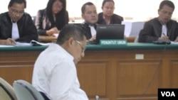 Majelis Hakim Pengadilan Tindak Pidana Korupsi memvonis 8 tahun penjara Mantan Ketua Umum Partai Demokrat Anas Urbaningrum, Rabu 24/9 (foto: VOA/Fathiyah).