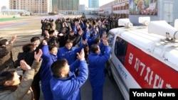 6일 '수소탄 시험을 성공했다'는 북한 당국의 성명을 전해들은 평양 주민들이 환호하는 모습을 조선중앙통신이 보도했다.