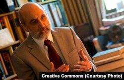 西维吉尼亚大学法学院教授查尔斯•迪萨尔沃(Charles R. DiSalvo)