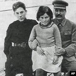 斯大林和儿子瓦西里与女儿斯维特兰娜