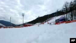 러시아 소치 동계올림픽이 열리고 있는 스키 경기장. 따뜻한 날씨 때문에 알파인 스키 경기 연습이 취소됐다.