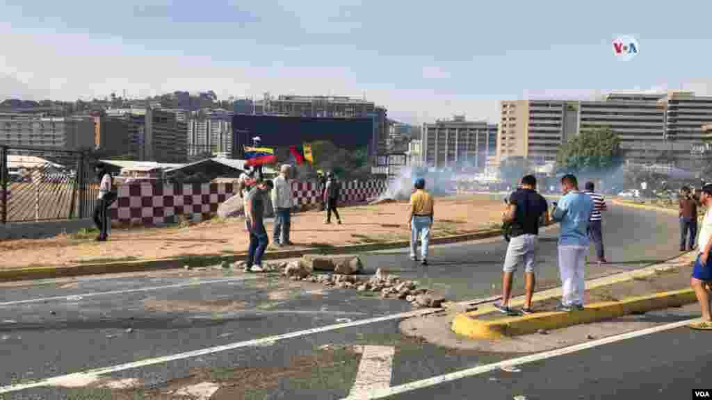 El presidente encargado Juan Guaidó pidió un levantamiento militar en un video filmado el martes en labase aérea La Carlota, en Caracas.