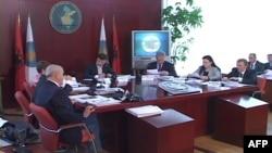 Tiranë: Vazhdojnë polemikat gjatë numërimit të votave nga KQZ