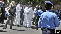 Yemeni security forces and forensics personnel attend the scene where an attack took place on a convoy carrying a senior British diplomat in Sana'a, Yemen, 06 Oct. 2010