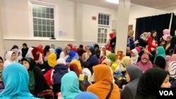 Anak-anak tengah mengikuti program Ramadhan di IMAAM Center untuk belajar mengaji, tauhid dan fikih selama bulan Ramadhan. (VOA/Eva M.)