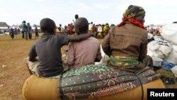 Impunzi z'Abarundi ziri kuri stade yitiriwe ikiyaga Tanganyika, i Kigoma mu burengero bwa Tanzaniya. Kw'Itariki 19/05/2015.