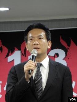 民进党中央发言人林俊宪(美国之音申华拍摄)