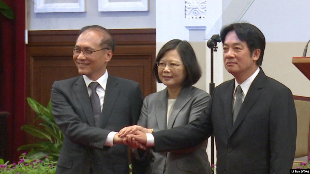 台湾总统蔡英文2017年9月5日宣布行政院长换人,由林全(左)换成赖清德(右,美国之音黎堡拍摄)