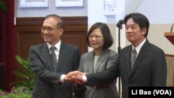 台灣總統蔡英文2017年9月5日宣布行政院長換人,由林全(左)換成賴清德(右,美國之音黎堡拍攝)