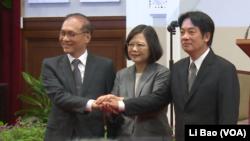 台湾总统蔡英文2017年9月5日宣布行政院长换人,由林全(左)换成赖清德(右)(美国之音黎堡拍摄)