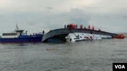 Le navire avait environ 200 passagers à bord, au Cameroun, le 26 aout 2019. (Armée camerounaise)