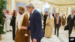 Kerry Speaks With Gulf Officials Regarding Possible Nuclear Deal With Iran