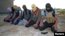 عده ای از افراد داعش. عکس از رویترز