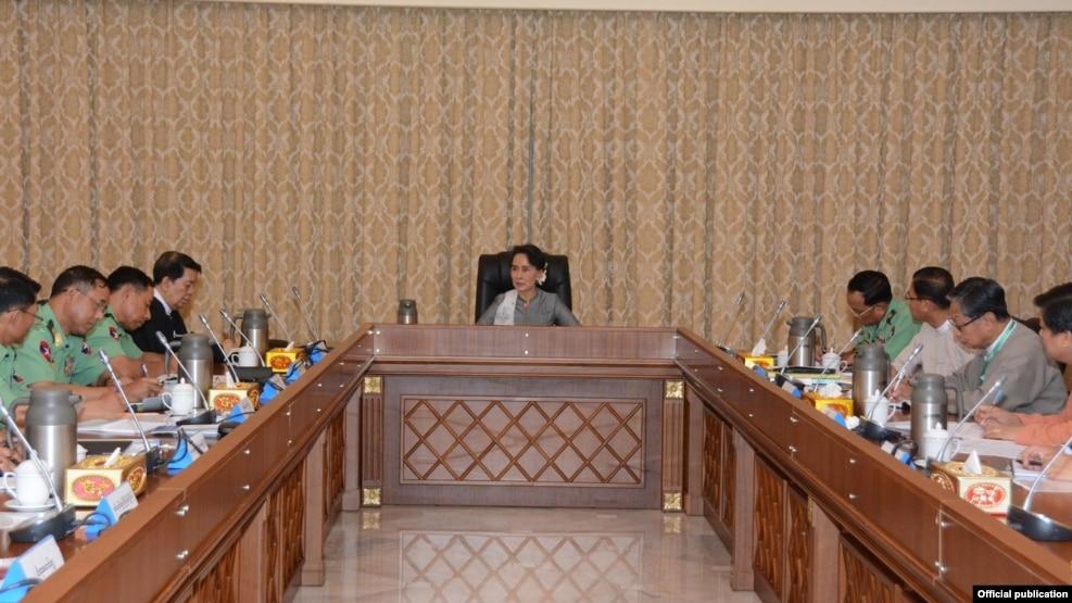 သမၼတ အိမ္ေတာ္မွာ ႏိုင္ငံေတာ္ အတိုင္ပင္ခံ ပုဂိၢဳလ္ေဒၚေအာင္ဆန္းစုၾကည္က NRPC ဖဲြ႔စည္းေရးနဲ႔ ပတ္သတ္လို႔ ေဆြးေႏြးခဲ့ (Myanmar State Counsellor Office)