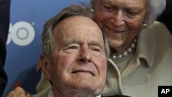 Cựu Tổng thống George H. W. Bush và phu nhân Barbara Bush
