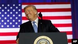 Presiden AS, Donald Trump, jeda saat berpidato terkait reformasi pajak di Gedung Farm Bureau di Indiana State Fairgrounds, 27 September 2017, di Indianapolis (foto: AP Photo/Alex Brandon)