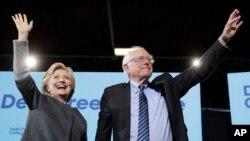 Hillary Clinton ak Bernie Sanders ki tap mennen kanpay ansanm nan Eta New Hampshire nan jounen mèkredi 28 septanm 2016 la.