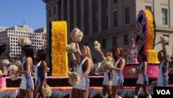 美国首都华盛顿独立日庆祝游行典型场景资料照(美国之音王南拍摄)