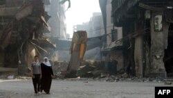 Các tòa nhà đổ nát ở ngoại ô thành phố Homs, Syria, 12/5/14