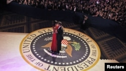 U.S. President Barack Obama and first lady Michelle Obama dance at the Commander in Chief's Ball in Washington, January 21, 2013. REUTERS/Pablo Martinez Monsivais/Pool (UNITED STATES - Tags: POLITICS ENTERTAINMENT)