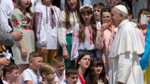 Paus Fransiskus melakukan tanya-jawab dengan anak-anak di Vatikan (foto: dok).