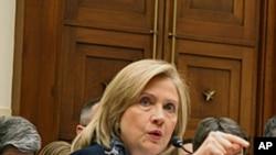 克林顿国务卿在众议院作证