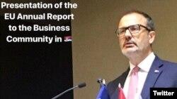 Najava obraćanja Sema Fabricija, šefa delegacije EU u Srbiji, u Privrednoj komori Srbije, objavljena na njegovom Tviter nalogu.