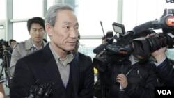 Menteri Perdagangan Korea Selatan Kim Jong-hoon memberikan penjelasan kepada media (foto: dok). Kementerian perdagangan Korsel mengumumkan pertemuan 3 negara guna membahas perdagangan bebas di Changchun, Tiongkok Rabu depan.