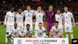 အဂၤလန္အသင္းကို မတ္လ ၂၇ ရက္ေန႕က လစ္သူေယးနီးယား အသင္းႏွင့္ ယူရို ၂၀၁၆ ေျခစစ္ပြဲ မကစားမီ Wembley ေဘာလံုးကြင္းတြင္ ေတြ႕ရစဥ္။ (AP Photo/Matt Dunham)