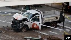 اس ٹرک کی تصویر جس کے ذریعے حملہ آور نے راہ گیروں کو کچلا