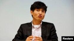 탈북자 신동혁 씨가 16일 서울에서 '로이터 통신'과 인터뷰를 하고 있다.