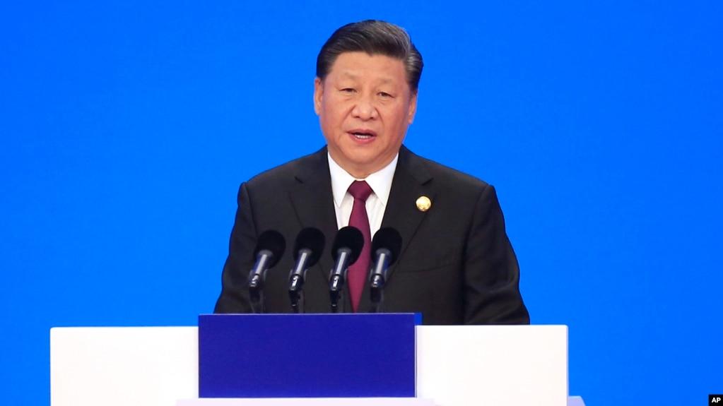 Chủ tịch Trung Quốc Tập Cận Bình phát biểu tại lễ khai mạc Hội chợ Nhập khẩu Quốc tế ở Thượng Hải hôm 5/11. Ông Tập cam kết mở cửa Trung Quốc nhiều hơn cho hàng nhập khẩu.