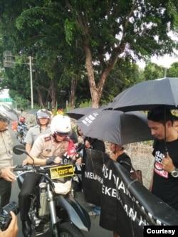 "Sumarsih rajin menggelar ""Aksi Kamisan"" di depan Istana Kepresidenan di Jakarta, sebelum pandemi virus corona. (Foto: Maria Katarina Sumarsih)"
