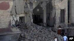 在埃及首都開羅的土耳其領事館前發生汽車炸彈爆炸事件現場
