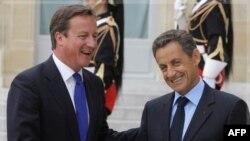 Đặc sứ của Trung Quốc có thứ bậc thấp hơn về mặt ngoại giao so với các tham dự viên khác của cuộc họp, trong đó có Tổng thống Pháp và Thủ tướng Anh.