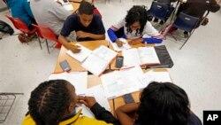 La proporción de estados con alumnos pobres en escuelas públicas se triplicó en una década.