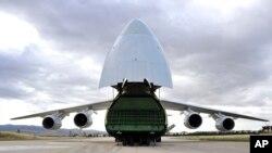 俄罗斯运输机向土耳其运交部分S-400防空导弹系统。(2019年7月12日)